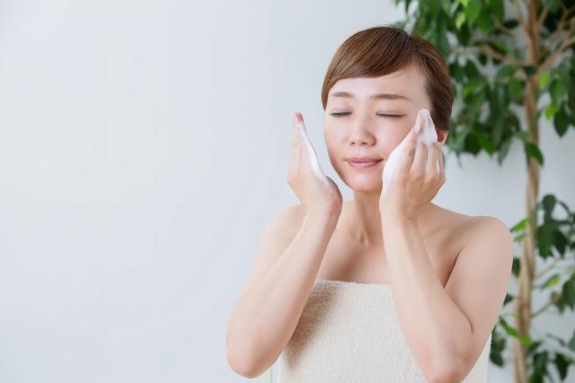 炭酸 水 洗顔 の 仕方